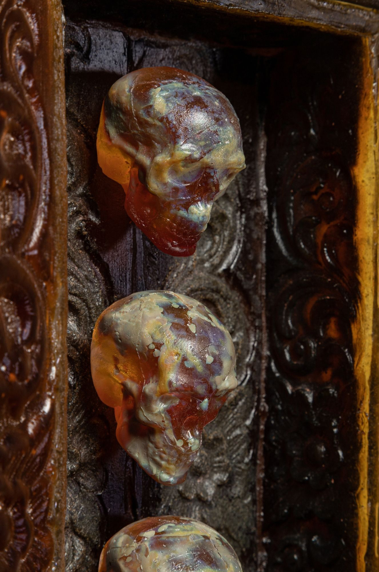 judeglass amber skull cabinet cast glass art detail
